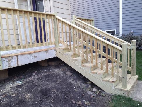 Rebuilt staircase and railings on deck in Glen Ellyn IL. wwwdupagedecks.com
